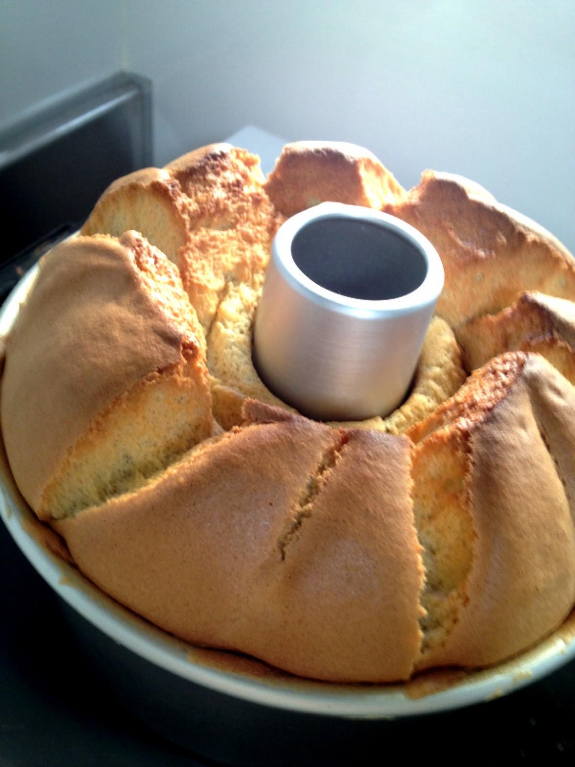プレーンシフォンケーキが焼きあがりました