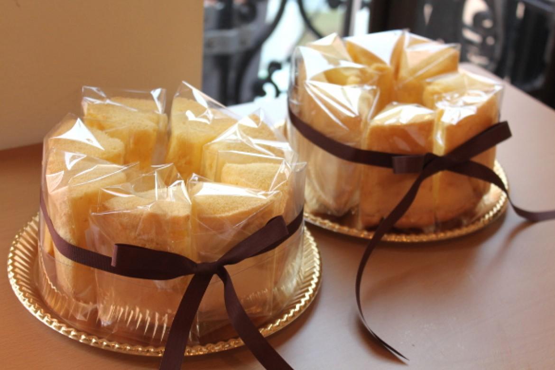 バニラシフォンケーキ、ラッピングまできれいに完成しました!!