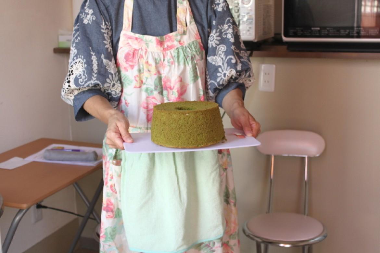 シフォンケーキ教室(抹茶シフォンケーキ)、抹茶生地ふわふわに焼き上がりました!