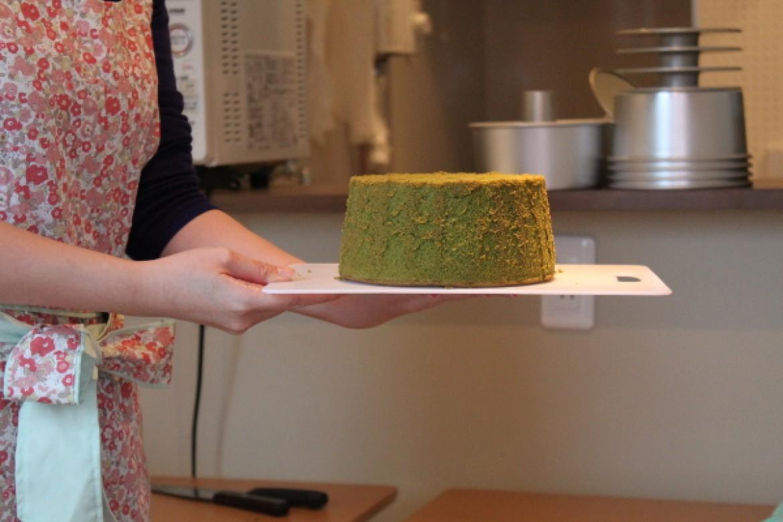 シフォンケーキ教室(抹茶シフォンケーキ)、ふわふわに焼き上がり大成功です!