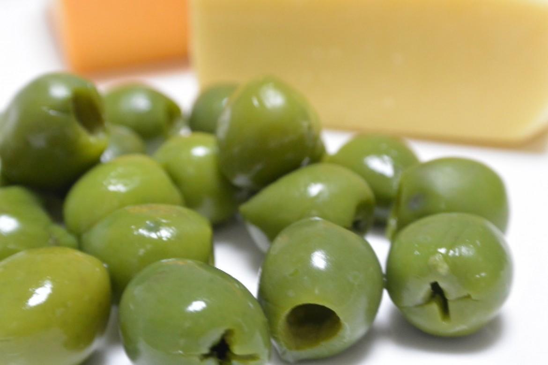 グリーンオリーブとチーズを使って、お食事シフォンを作りましょう