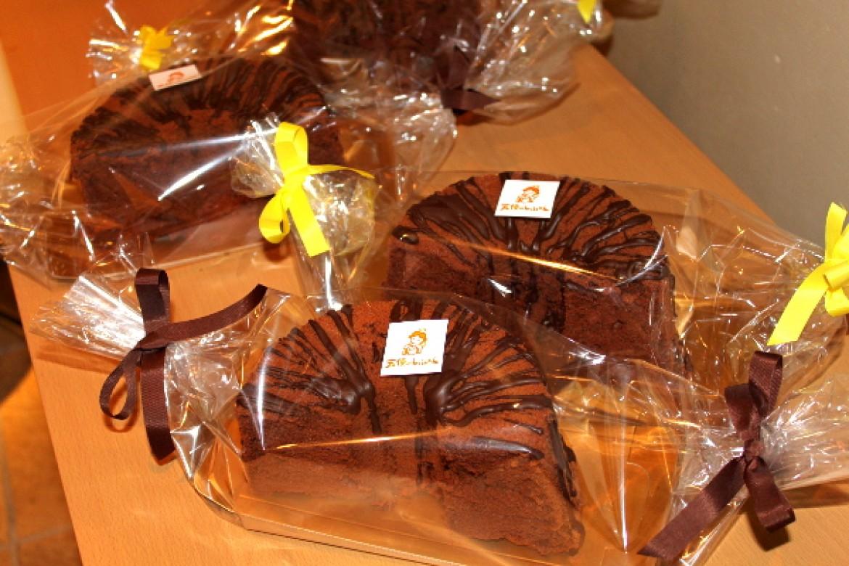 季節限定シフォンレッスン、2月のチョコレートシフォンはハーフカットラッピングで完成です!