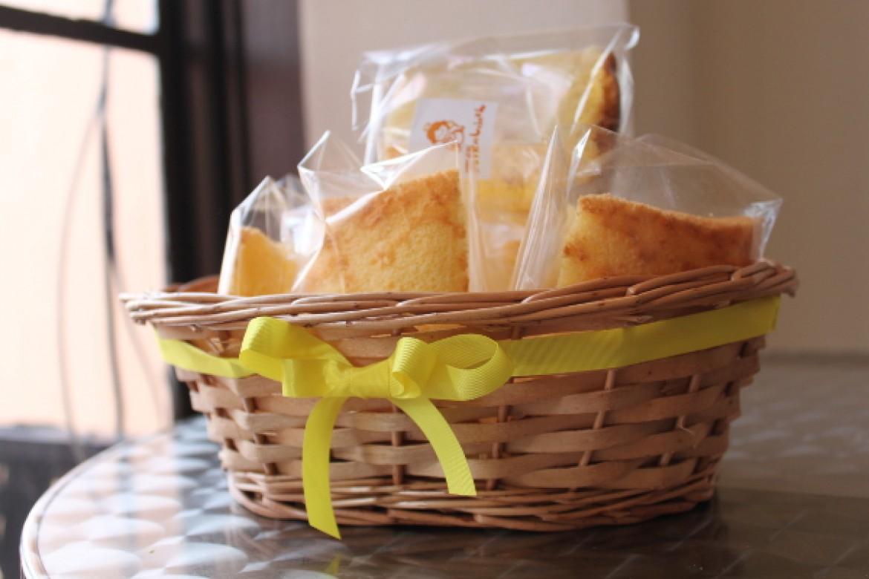 応用クラス オレンジシフォンケーキ、持参下さったかごに詰めて可愛らしく仕上がりました♪