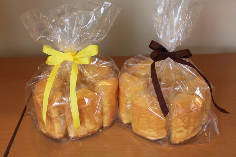 応用クラス オレンジシフォンケーキ、オレンジピールを生地に飾り食感を楽しみます