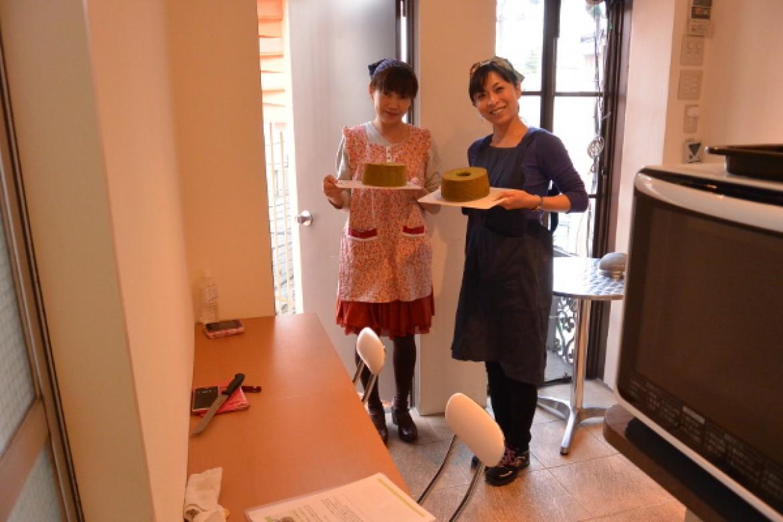 基礎クラス 抹茶・紅茶シフォンケーキ、ふわふわに焼き上がり大成功です!