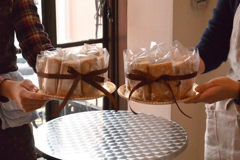 紅茶シフォンケーキ、プレゼントにぴったりのラッピングです